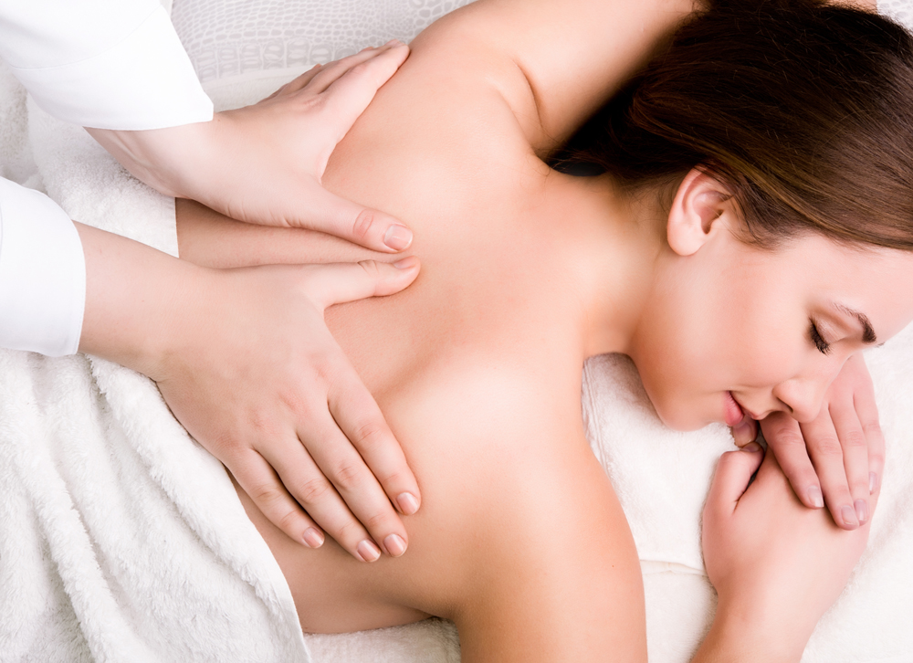 woman receiving chiropractic care for her upper back pain